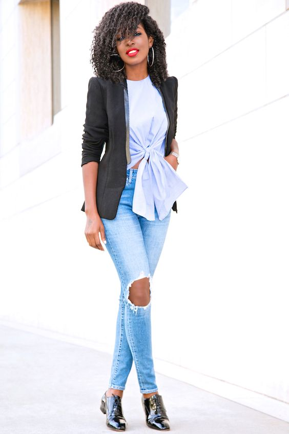Ways to Elegantly Wear Ripped Jeans