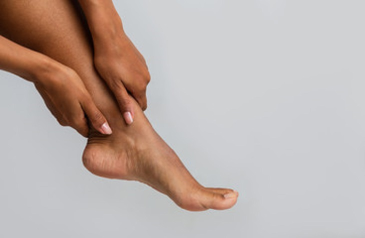 Home Remedies For Cracked Heels and Soft Feet