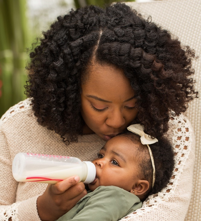 How New Mums Can Deal With the Stigma of Formula Feeding