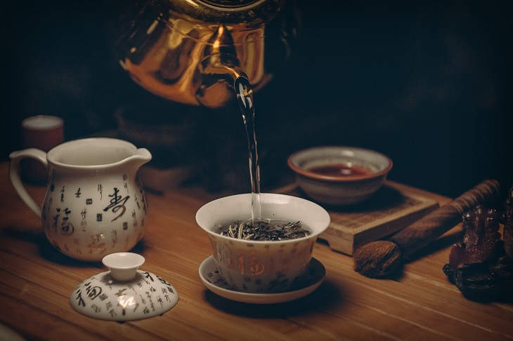 4 Herbal Teas That Will Help With Your Period Cramps